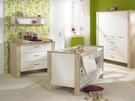 chambre bebe bois blanc chambre bébé fille en nuances de vert inspirantes