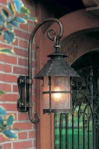 Grande Lanterne Exterieur : grande lanterne ext rieur en applique chapeau conique fabriqu par les forges robers en ~ Teatrodelosmanantiales.com Idées de Décoration