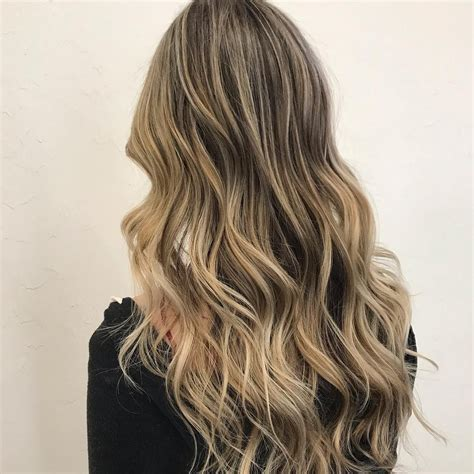 Subtle dimension Long hair styles Hair styles Beauty