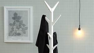 Kleiderständer Holz Weiß : garderobenst nder ascot kleiderst nder aus holz wei lackiert ~ Whattoseeinmadrid.com Haus und Dekorationen
