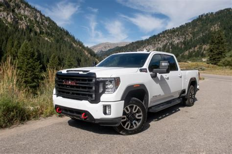 2020 gmc 2500 vs chevy 2500 2020 gmc 2500 at4 the power wagon for towing