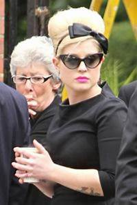 Amy Winehouse funeral: Father Mitch gives emotional farewell