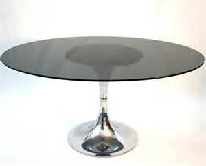 table vintage ovale pied tulipe le vintage dans la peau