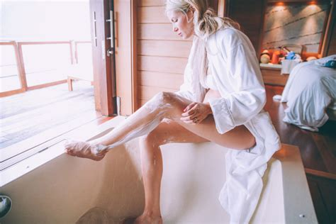 Smooth Legs Thanks To Gillette Venus - Barefoot Blonde by ...