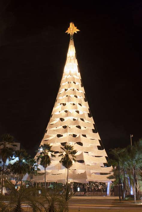 c 243 mo se celebra la navidad alrededor del mundo
