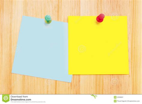 note sur le bureau notes de post it sur le bureau en bois image stock image