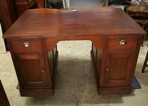 Bureau Ancien En Bois : nos meubles antiquit s brocante vendus ~ Carolinahurricanesstore.com Idées de Décoration