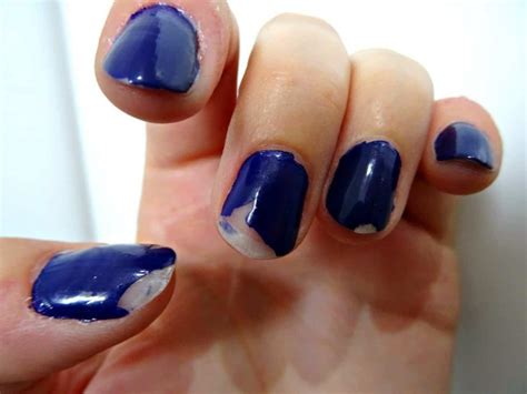 How To Deal With Chipped Nail Polish