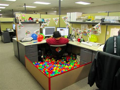 decorate  office cubicle   birthday gag