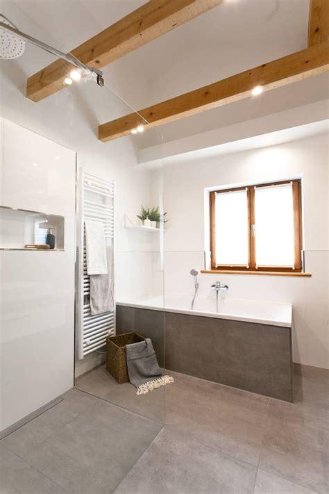 Schicke Moderne Badezimmer by Gro 223 Es Badezimmer Mit Fliesen In Betonoptik Badezimmer