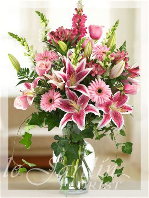 bouquet flower arrangement le jardin florist