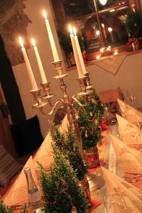 Tischdeko Für Weihnachten Mit Bedrucktem Schleifenband