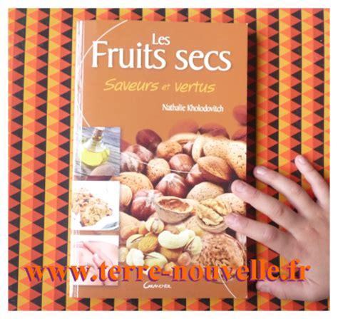 chignons secs comment les cuisiner fruits secs tout savoir sur les fruits secs saveurs et vertus terre nouvelle