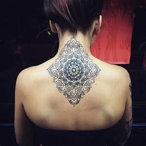 Tattoos Mit Bedeutung Für Frauen : das spirituelle mandala tattoo 34 ideen mit magischer bedeutung tattoos zenideen ~ Frokenaadalensverden.com Haus und Dekorationen
