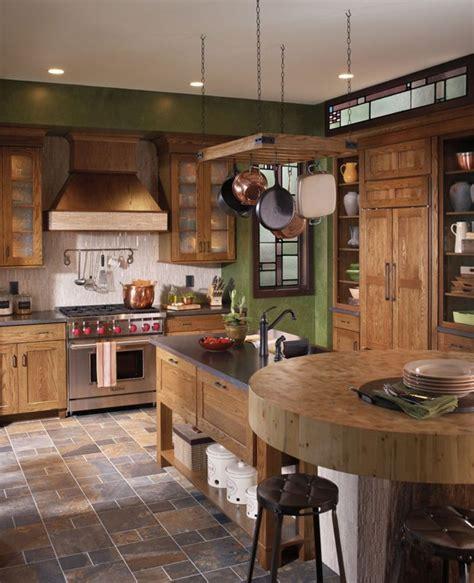 cocinas rusticas cocina  mesa alta redonda  isla