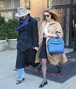 Estiloso, Johnny Depp passeia com a noiva em Nova York ...