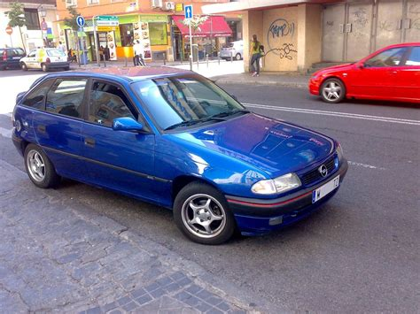Opel Astra 14 I Photos And Comments Wwwpicautoscom