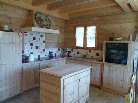 cuisine style montagne faience murale pour cuisine décor style chalet de monta