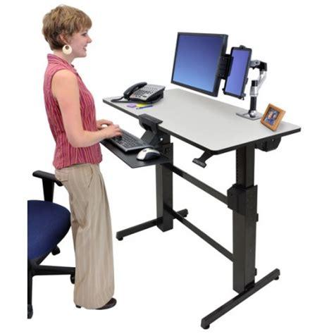 bureau position debout workfit d bureau assis debout ergotron gris
