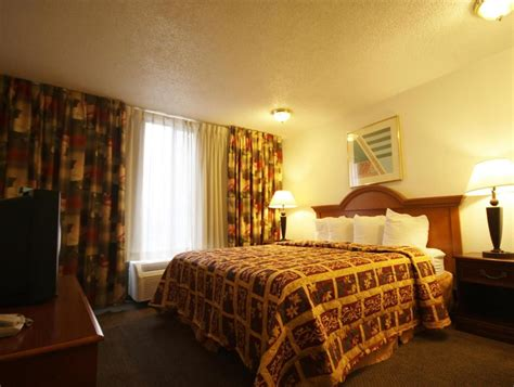 denvers  inn  suites  denver  room deals