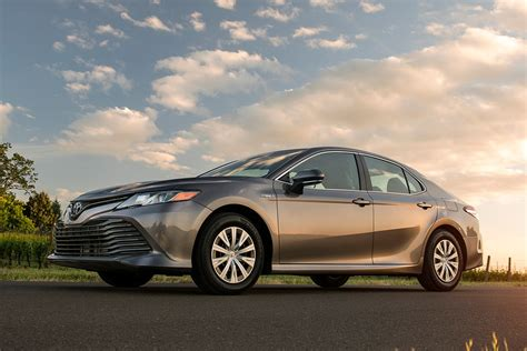2018 Toyota Camry Hybrid: New Car Review - Autotrader