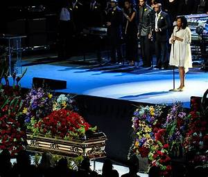 Jennifer Hudson Photos Photos - Memorial Service For ...