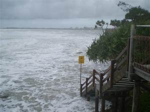 File:Coastal flooding from Cyclone Hamish in Queensland ...