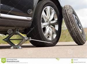 Changer Un Seul Pneu : changer un pneu voiture ~ Gottalentnigeria.com Avis de Voitures