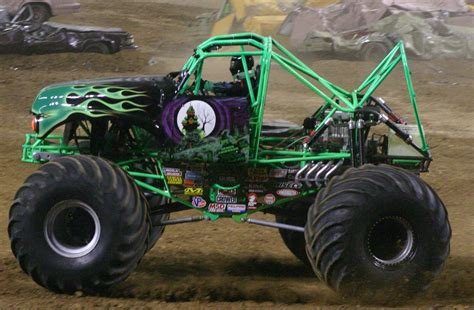 monster trucks grave digger file grave digger jpg wikipedia