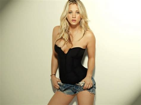 kaley cuoco hot 1152x864 wallpapers 1152x864 wallpapers