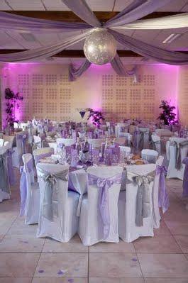 salle de reception blanc argente  mauve violet