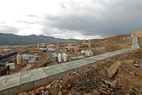The U.S.'s only rare-earth mine files for bankruptcy ...