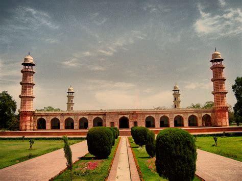 list  historical places  pakistan