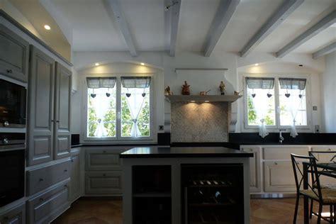 cuisines provencales modernes cuisine provençale moderne en chêne réalisée à orsan dans