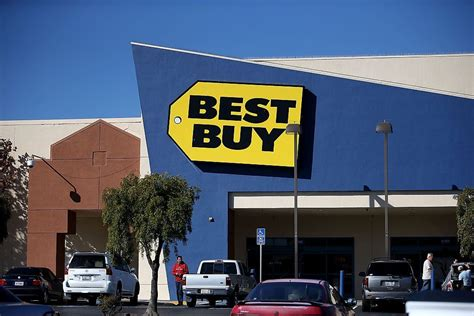 Walmart And 14 Other Stores Everybody Loves To Hate