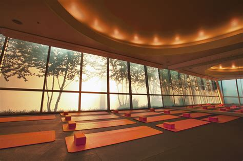 yoga studio room interior lighting meditation office ceiling rooms gym studios six light pilates ornamentos centrais solomon mural cool louis