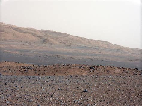 "Curiosity's Camera Reveals ""Southwestern"" Landscape on Mars"