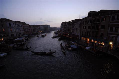 libreria grande ponte san venezia della sera sul canal grande a venezia