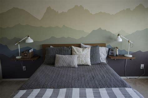 dessin mural chambre adulte dessin montagne stylisé en couleur pour décorer les murs