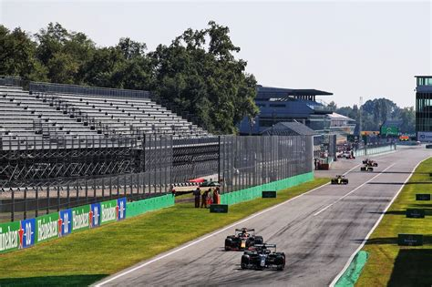 Hamilton parties on with Monza pole and new F1 record