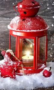 Lanterne De Noel : rote laterne mit brennender kerze im schnee winter eiszeit pinterest weihnachten ~ Teatrodelosmanantiales.com Idées de Décoration