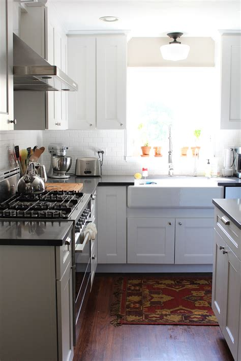 martha stewart kitchen design ideas this gorgeous white kitchen includes martha stewart dunemere cabinetry in picket fence from
