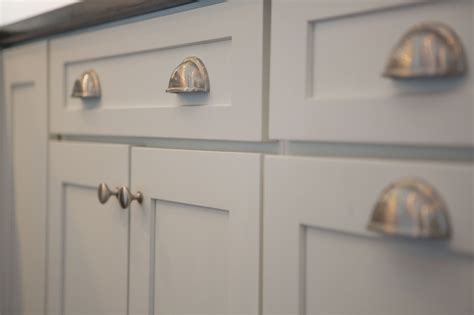 kitchen cabinet hardware cliqstudios - Where To Place Cabinet Pulls