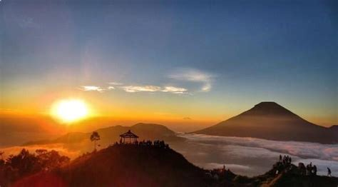 golden sunrise terbaik  bukit sikunir dieng wonosobo