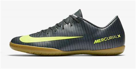 18 Sepatu Futsal Nike Paling Disukai Konsumen Sepatu Specs Sepakbola Terbaru Bola Garuda Attack Sekolah Ukuran Besar Sandal St Yves Dual Cardio Untuk Kiper Era 90 An Futsal Batik
