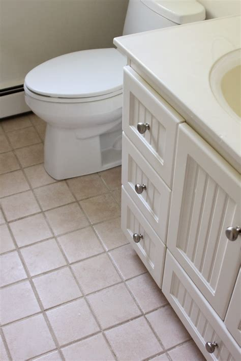 Colored Bathroom Fixtures by Working Around Quot Almond Quot Bathroom Fixtures Shine Your Light