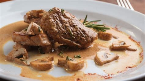 cuisiner des escalopes de veau escalopes de veau au brie et chignons