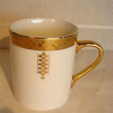 Coffee mug warmer is perfect for those who don't need anything super fancy you can also leave it on for several hours at a time and it will still continue to keep your coffee warm for. Eight Frank Lloyd Wright For Tiffany Coffee Mugs at 1stdibs