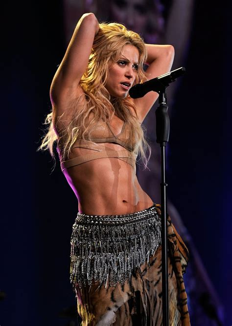 Must See Sexy Shakira Snaps Year By Year Popsugar Celebrity Uk