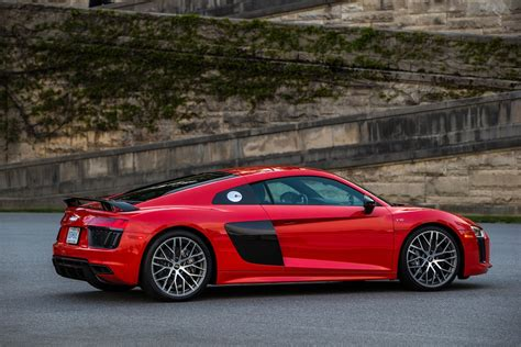 2017 audi r8 v10 review running in the shadows motor trend